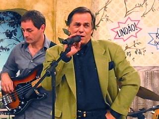 Ronnie Von canta para o público